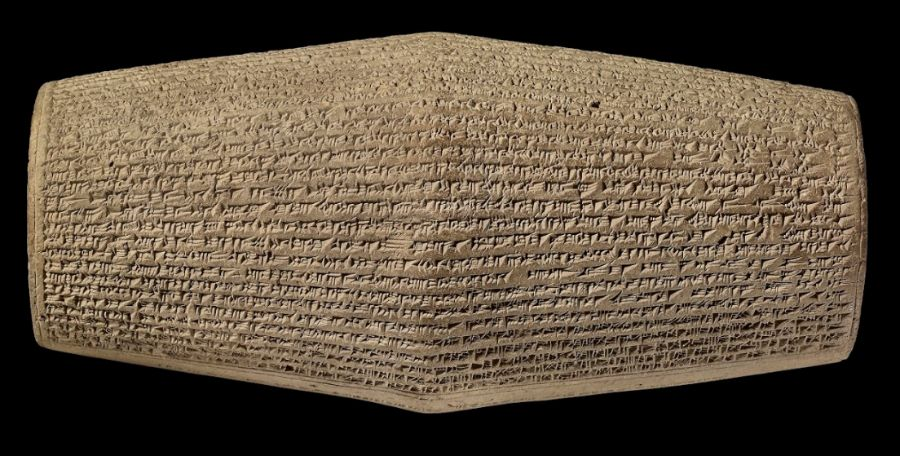 Prisma met tekst in spijkerschrift uit de 7e eeuw v.Chr., gevonden op een heuvel bij Ninevé.