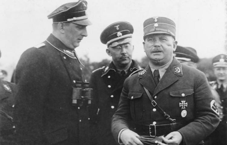 Enkele hoofdrolspelers van de Nacht van de Lange Messen - Kurt Daluege, Heinrich Himmler en Ernst Röhm in 1933 (cc - Bundesarchiv)