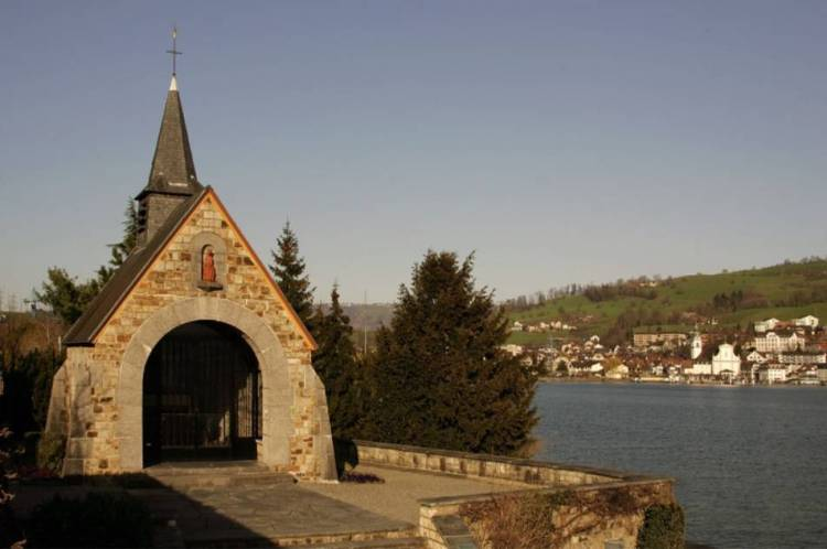 Herdenkingskapel in Küssnacht am Rigi, vlak bij de plaats waar koningin Astrid stierf.  - cc