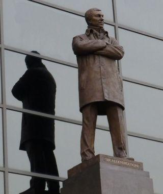 Beeld van Sir Alex Ferguson bij Old Trafford - cc