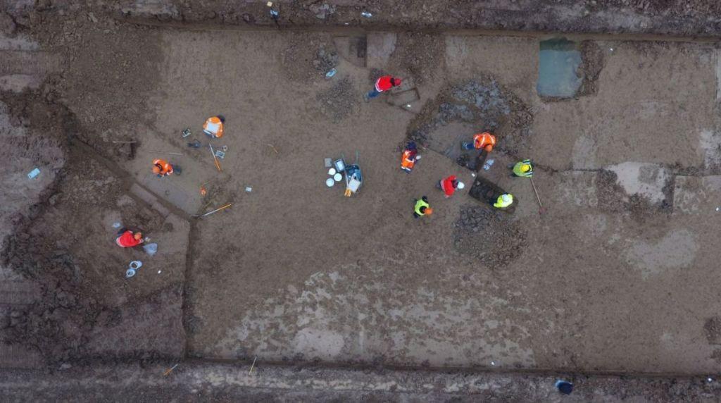Luchtfoto van de opgraving (RWS)
