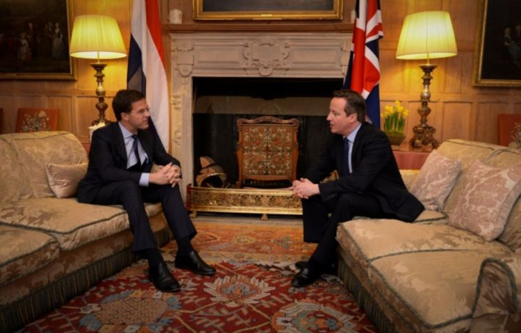 Mark Rutte als premier in gesprek met David Cameron, 2014 (cc - Rijksvoorlichtingsdienst)