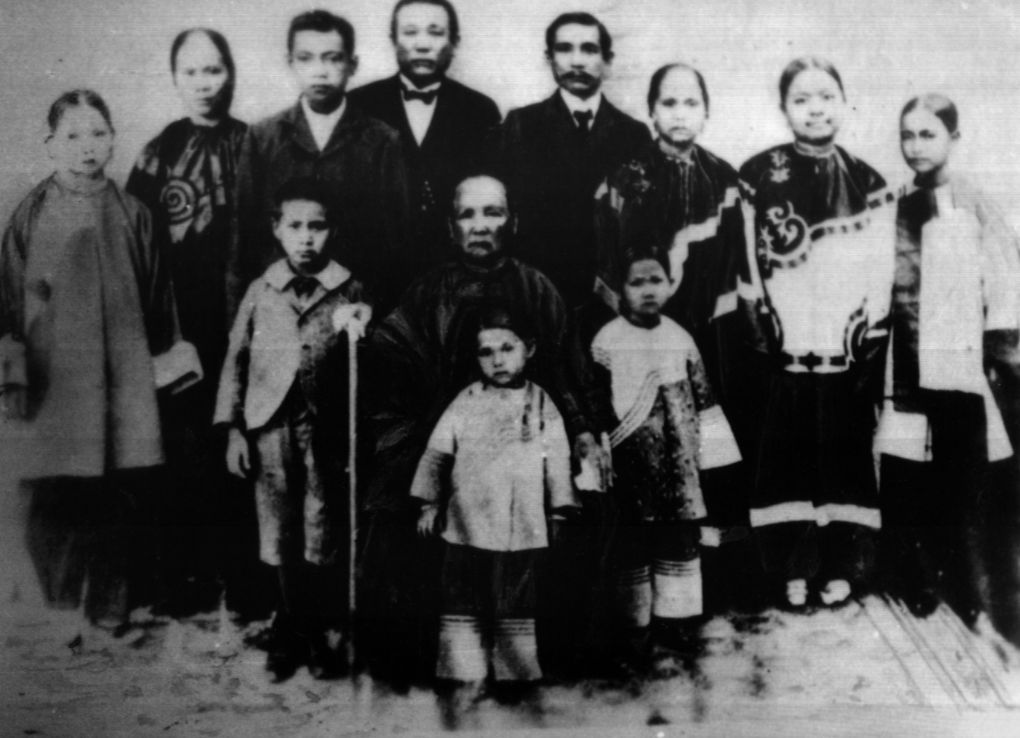 De familie van Sun Yat-sen (achterste rij, vijfde van links)
