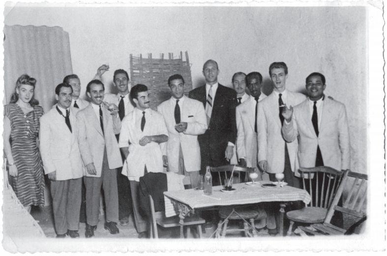 The Grasshoppers op tournee in Vinaròz, Spanje met Ado Broodboom (midden) en Kid Dynamite (rechts), juni 1947 Collectie Ado Broodboom
