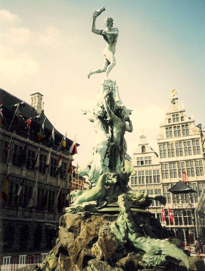 Fontein ter ere van Silvius Brabo in Antwerpen (cc - Jaume Meneses)