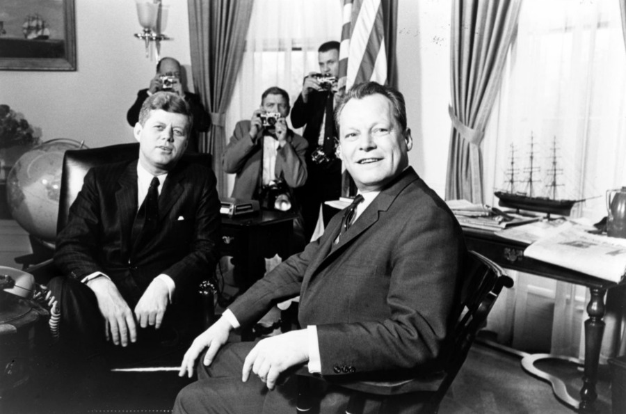 Burgemeester Brandt in 1961 bij de Amerikaanse president Kennedy - wiki