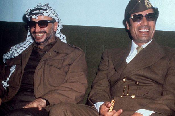 Yasser Arafat met Gaddafi in 1977 (Publiek Domein - wiki)