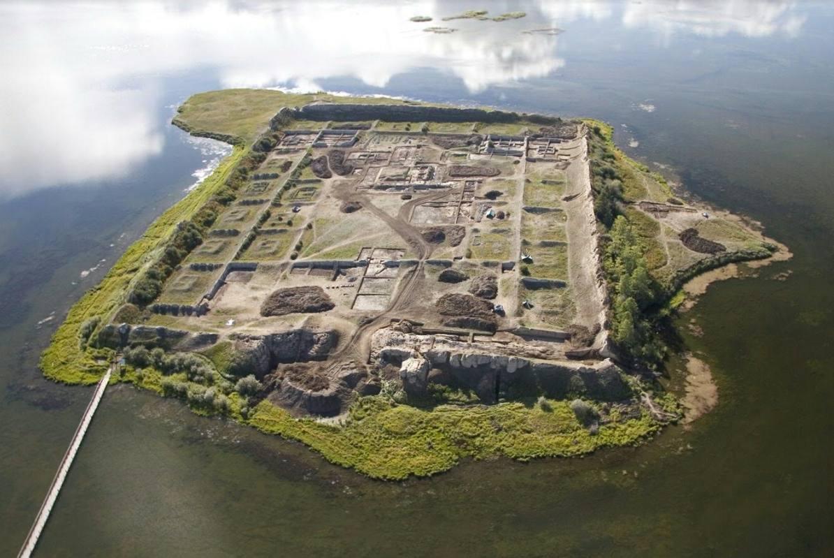 Onderzoekers achterhalen bouwjaar Middeleeuws complex in Siberië