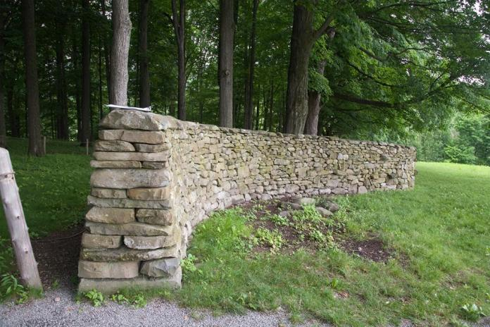 Andy Goldsworthy; Storm King Wall, wall end; 1997-8; dry stacked stone; Storm King Art Center, Old Pleasant Hill Road, Mountainville, New York