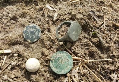 """Amateur-archeologen vanuit de hele wereld gaan op zoek naar """"de goudschat"""" van Zuidbroek tijdens de Nationale Archeologiedagen."""