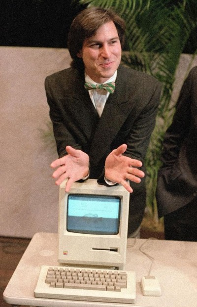 Steve Jobs demonstrating Mac 128