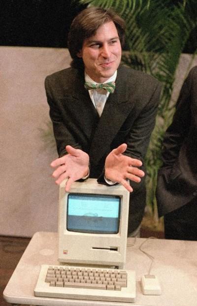 Steve Jobs demonstrating Mac 128