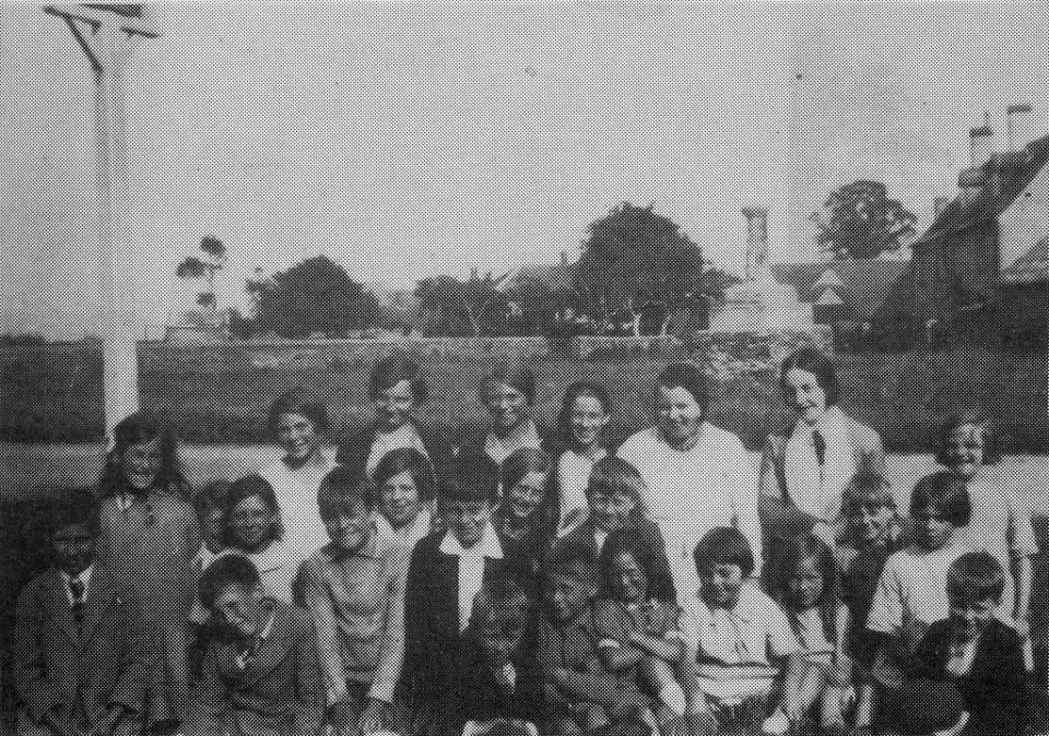Wesleyan Sunday School 1928, in front of The Chequers