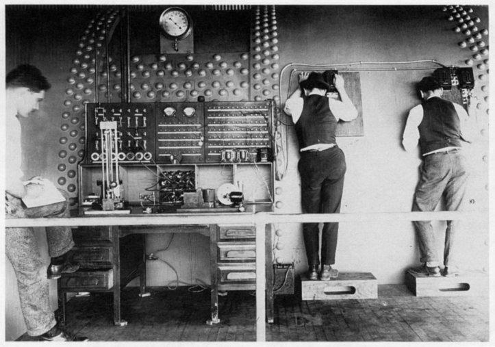 wid tunnel operators observing  experiment
