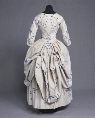 Embroidered Linen Robe a la Polonaise, ca. 1770s. http://ephemeral-elegance.tumblr.com/post/144528866215/embroidered-linen-robe-a-la-polonaise-ca-1770s