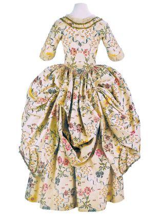 Printed Silk Robe a la Polonaise, ca. 1776-80. ephemeral-elegance.tumblr.com/post/129204368930/printed-silk-robe-a-la-polonaise-ca-1776-80-via