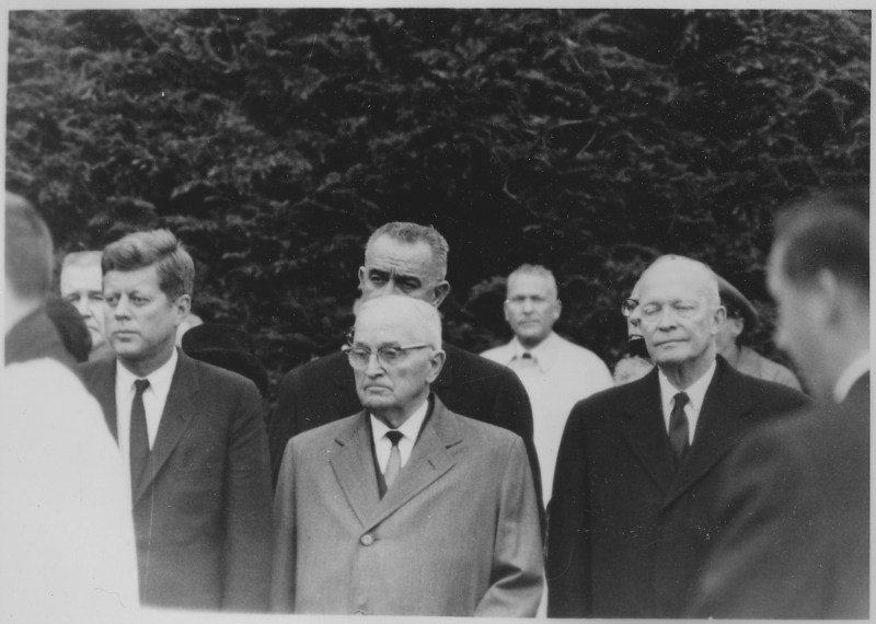 President Kennedy, Johnson, Truman, and Eisenhower looking sombre at the funeral of Eleanor Roosevelt in 1962. They are all in formal clothing.