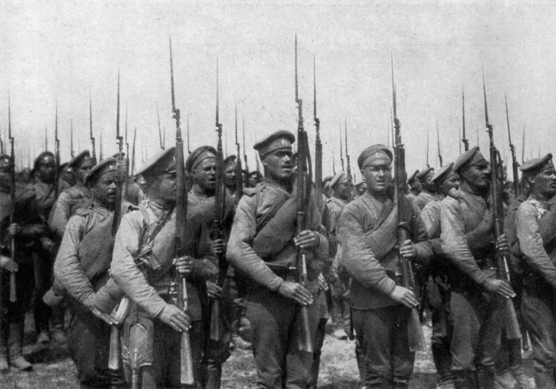 a unit of Russian infantry photographed in World War I