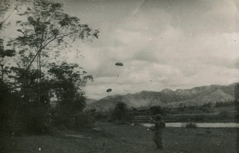 French soldier admires paratroopers near a river during the First Indochina War