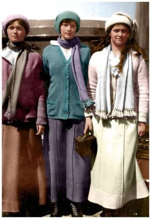 Olga, Tatiana and Maria in about 1916.