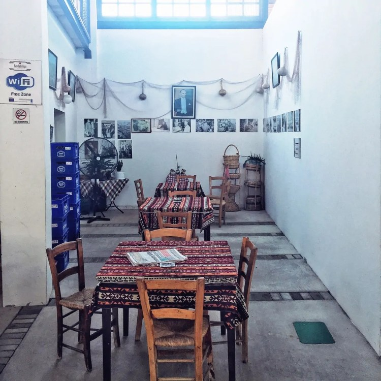 A cafe in the Belediye Pazari