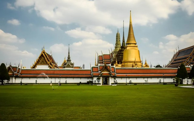 Traveling to 8 Famous Bangkok Temples and the History Behind Them