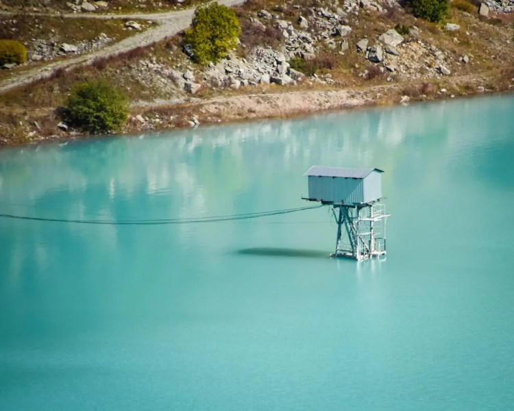 This matching blue observation point looks simply charming in the lake.