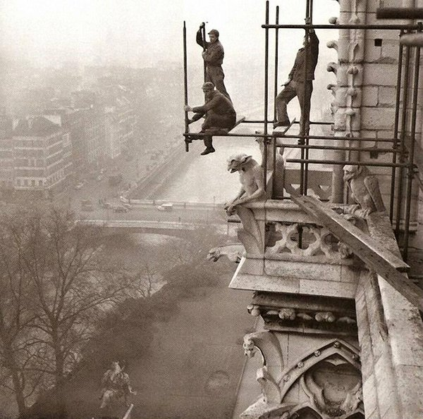 Amazing Historical Photo of Notre-Dame in 1952