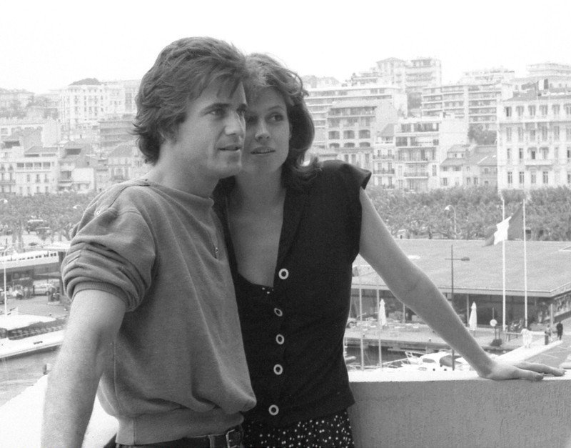 Fascinating Historical Picture of Mel Gibson with Sigourney Weaver at Cannes in 1983