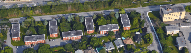 Doug O'Connell's cluster of 7 10-unit apartments on Byron to the left, and Bertram Witt's Byron Apartments to the right in 2015. Image: Google Maps.