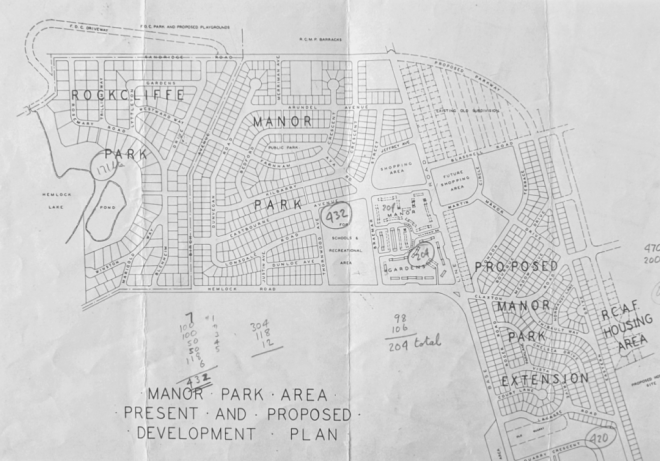 The best-laid plans, as they say. This brochure for the Manor Gardens garden homes shows a much larger extension than was constructed. Source: LAC MG 31-B49 (Samuel Gitterman Fonds) Volume 8, File 30.