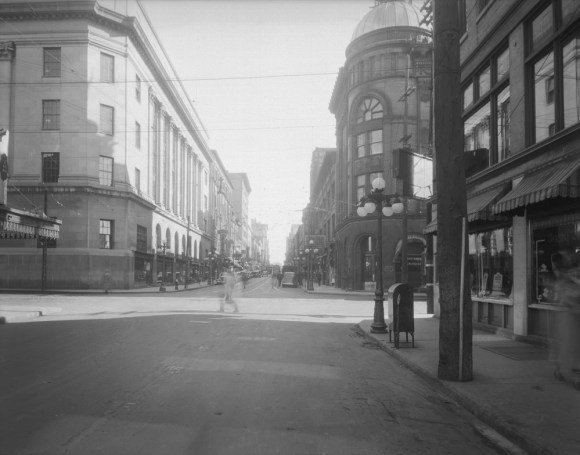 Sparks Street at Bank, looking east. The Rochester-Belmont at foreground right. Undated, but likely 1938. Source: Public Works / LAC Accession 1970-140 NPC, Box RV1-036, CP 677.
