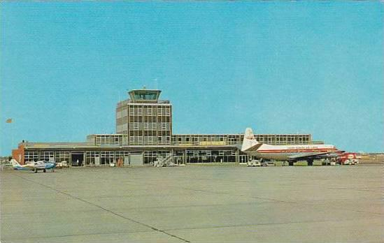 Personally, I adore the number of airport terminals constructed during the 1950s and 1960s around Canada, including that of the Regina International Airport. Image: Wikipedia.