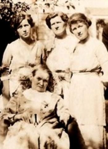 Back L-R Dinah Lalie Scott-Tucker, Ada Scott-Cowan, Phebe Scott-Call with their mother Nancy Ellen Scott-Scott taken in Port Orc