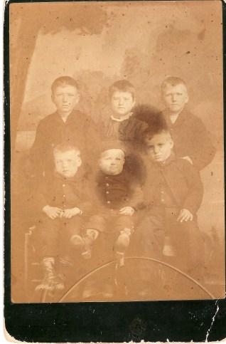 Scott family 1885Back row - George, Ada, Tom-- front row - Lou, Bob, Roy