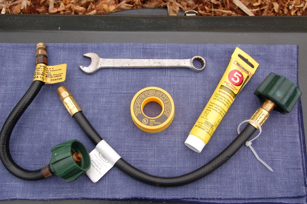 DSC_0458 Old & new hose, & tools