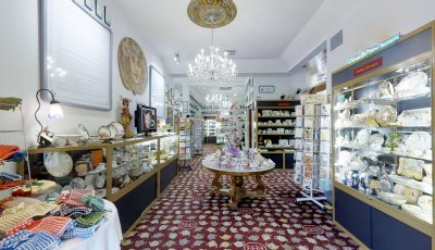 Bygone Beautys: Treasured Teapot Museum & Tearooms
