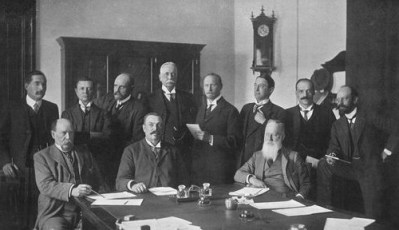 First Union Cabinet. PM Botha sits at table in middle. Public domain image from Wikipedia.