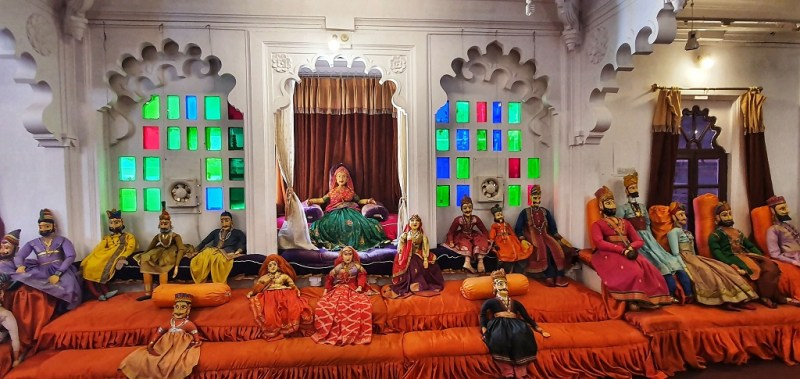 Cultural displays at Bagore Ki Haveli