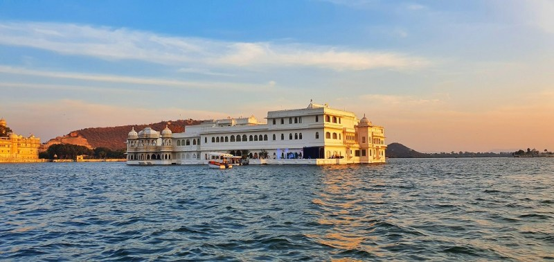 City of Lakes - Sunset Boat Ride at Lake Pichola with views of the Jag Mandir