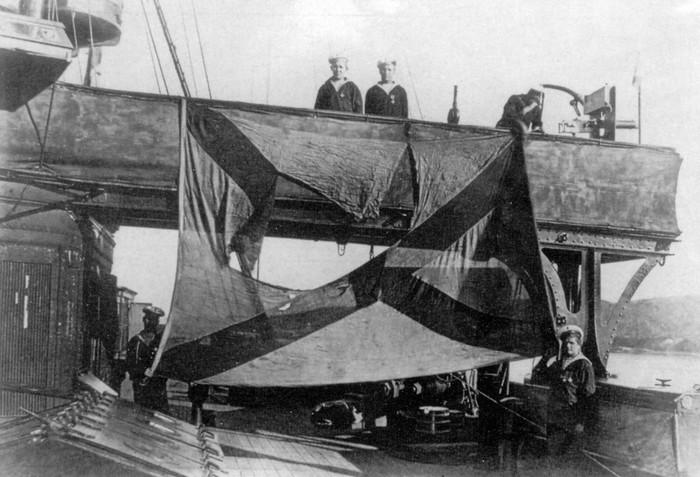 Андреевский флаг броненосного крейсера «Громобой» после боя в Корейском проливе, 16 (3 ст. ст.) августа