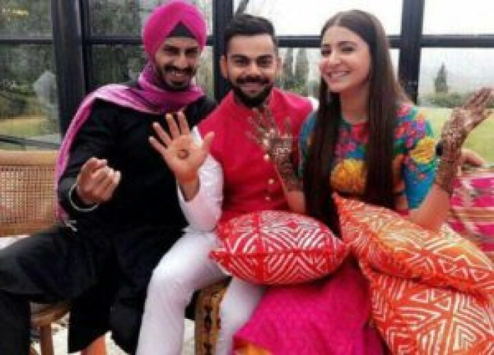 It's official guys! Virat and Anushka are married. Check out the wedding pictures! 6