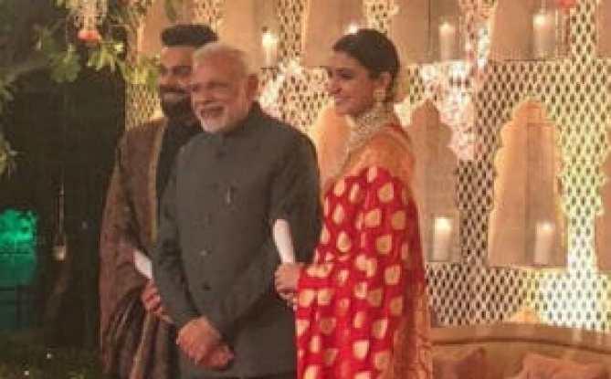Check out pictures from Anushka Sharma - Virat Kohli reception! 7