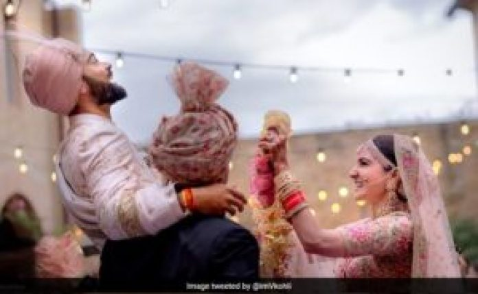 It's official guys! Virat and Anushka are married. Check out the wedding pictures! 2