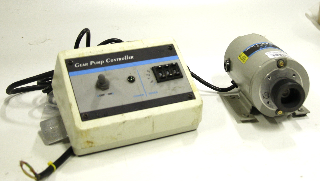 Cole Parmer Model 75211 Gear Pump Drive with Controller