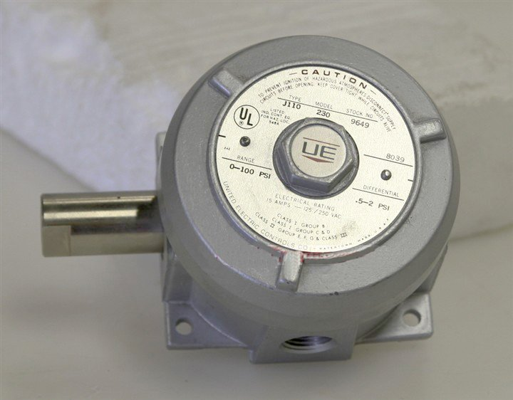 United Electric 230   Pressure Switch
