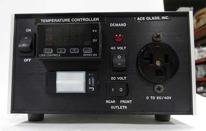 photo of a used laboratory temperature controller sold by Hitechtradre.com