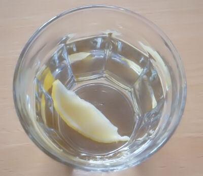 凍らせたレモンを入れました