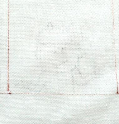 さらし布の下に図案を敷いて写しました