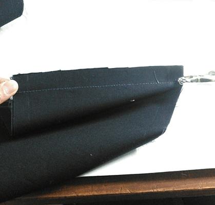 生地をつなぐときは本返し縫いでまっすぐに縫います